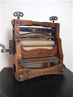 Vintage Clothes Wringer- used as industrial decor Antique Decor, Vintage Decor, Antique Furniture, Vintage Antiques, Vintage Items, Vintage Laundry, Vintage Kitchen, Vintage Love, Retro Vintage