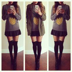 Czarna mini + szary sweter - stylizacja | Stylowkidlanastolatek.pl