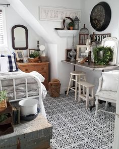 """879 Likes, 2 Comments - Better Homes & Gardens (@betterhomesandgardens) on Instagram: """"We want everything in @therusticfarmhouse's room! ❤️ . . . . . . . . #FarmhouseLiving #BedroomStyle…"""""""