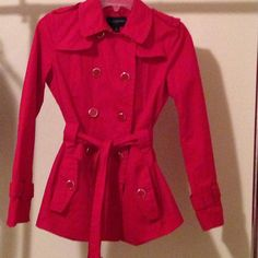 BANANA REPUBLIC RED TRENCH COAT spring-summer NEW. Paid $125 for it but I have 3 similar. Selling this one. Double breasted trench coat. Super comfy. Side pockets and nice button details in front. Size small. See my entire closet for discounts. I discount bundles! Banana Republic Jackets & Coats