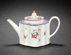 An early New Hall teapot and cover, circa 1785