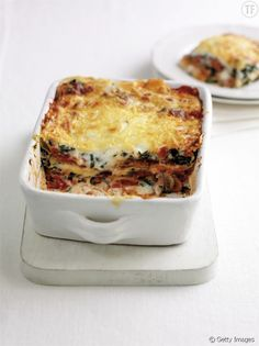 Low Calorie Spinach Lasagna Here is an easy vegetarian zucchini lasagna recipe which uses fres Easy Lasagna Recipe With Ricotta, Spinach Lasagna, Zucchini Lasagna, Cheese Lasagna, Veggie Lasagna, Keto Crockpot Recipes, Pasta Recipes, Vegetarian Recipes, Healthy Recipes
