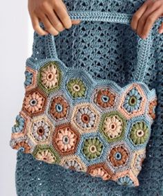 Flower Tiles bag by Sarah London - free PDF pattern by Patons here: http://www.patonsyarns.com/newsletters/may2010/GraceBag.pdf