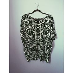 Black and white paisley top Beautiful paisley patterned top from h&m - size M H&M Tops Tees - Short Sleeve
