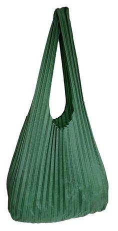 Borsa realizzata con il tessuto di una mongolfiera. Chissà quali cieli ha solcato in passato... ~ Shopping bag made from a recycled hot air balloon. I wonder where it has flown before... - di @Carmen Bjornald (CeeBee-recycle) via it.dawanda.com