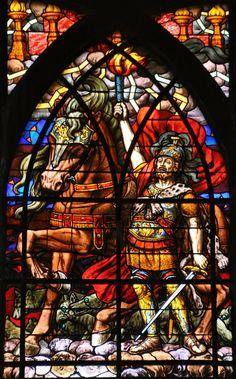 Paris, église Saint-Jean-de-Montmartre. Vitrail «Le deuxième cavalier de l'Apocalypse» «Sortit alors un autre cheval rouge feu. À celui qui le montait, il fut donné le pouvoir de bannir la paix de la terre...» (Livre de l'Apocalypse)