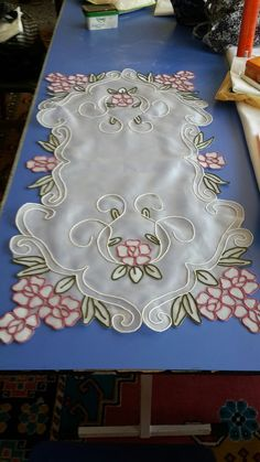 Barb's media content and analytics Embroidery Bags, Mandala Drawing, Arte Popular, Cutwork, Table Covers, Doilies, Table Runners, Diy And Crafts, Crafty