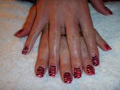Free-hand artwork Tiger stripes with Gelish and acrylic