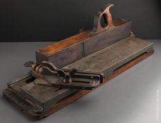 Woodworking Hand Planes, Antique Woodworking Tools, Antique Tools, Vintage Tools, Woodworking Shop, Woodworking Projects, Workshop Layout, Workshop Ideas, Make A Plane