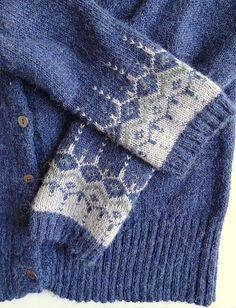 Via Ravelry: Vinter Fantasi jakke fra DROPS i litt andre farger. Link til link med gratisoppskrift. Fair Isle Knitting Patterns, Knit Patterns, Color Patterns, Knitting Socks, Free Knitting, Nordic Sweater, Ravelry, Amsterdam, Knitted Shawls