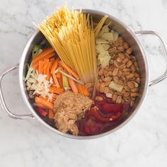 One Pot Pasta Thai Style mit Erdnüssen-Topf_featured(Chinese Noodle Recipes) Spicy Recipes, Veggie Recipes, Vegetarian Recipes, Healthy Recipes, Healthy Breakfasts, Noodle Recipes, Healthy Snacks, One Pan Pasta, Clean Eating Desserts