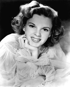 Today we remember Judy Garland on what would have been her birthday. Do you have a favorite Judy Garland film? Hollywood Stars, Old Hollywood Glamour, Golden Age Of Hollywood, Vintage Hollywood, Classic Hollywood, Hollywood Icons, Hollywood Actresses, Old Hollywood Movies, Judy Garland