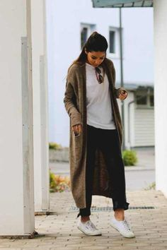 Cardigans We know that's always been an indispensable part of the winter. It protects us from disease, keeps warm, etc. as we wear the reasons that I think I prefer the leather cardigan down to