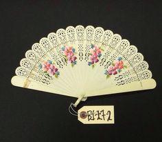 Antique Old Hand Painted Celluloid Ladies Decorative Floral Hand Fan Victorian Hand Held Fan, Hand Fans, Flapper Accessories, Vintage Accessories, Fan Decoration, Art Decor, Chinese Fans, Vintage Fans, Old Hands