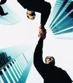 El empresario no paga los sueldos. El empresario solo gestiona el dinero. El cliente es quien paga los sueldos.         Cualquier persona que quiera emprender debe ser consciente de esta realidad. Una empresa no existe sin sus clientes. Cada decisión que se toma, cada reflexión sobre la estrategia de una empresa se tiene que enfocar primero hacia el cliente. Porque no hay una verdad empresarial más grande que esa: tu nómina la paga tu cliente