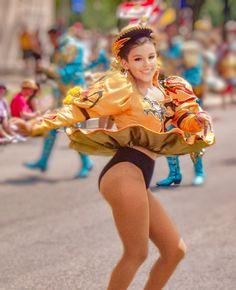 Carnival Dancers, Carnival Girl, Anne Hathaway Catwoman, Carnival Festival, Latin Women, Great Legs, Showgirls, Sport Girl, Woman Crush