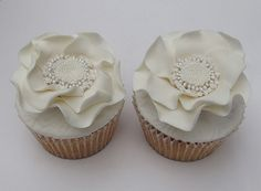 White flower wedding cupcakes