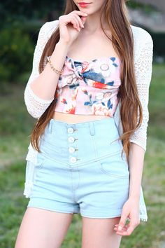 Ariadna Majewska - Romwe Pink Floral Bralet, Wholesale020 White Lace Cardigan, Romwe High Waisted Denim Shorts, Tally Weijl Straw Hat, Romwe Golden Chain Bracelet - Summer look | LOOKBOOK