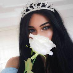 Crown Aesthetic, Princess Aesthetic, Bad Girl Aesthetic, Cute Girl Photo, Girl Photo Poses, Girl Photos, Foto Instagram, Disney Instagram, Girly Pictures