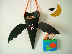 キャンディーバッグ Halloween Crafts, Happy Halloween, Halloween Decorations, Halloween Party, Diy And Crafts, Arts And Crafts, Paper Plate Crafts For Kids, Quilling Patterns, Art Education