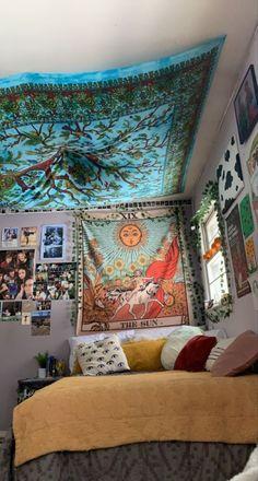 Cute Bedroom Decor, Room Ideas Bedroom, My New Room, My Room, Hippy Room, Cute Room Ideas, Retro Poster, Indie Room, Minimalist Room