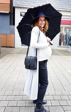 Outfit der Woche! Rippshirt mit Rollkragen: Zaida – Longweste: Tom Tailor Denim – Nadelstreifenhose, Hut & Tasche: Opus #fashion #ootw