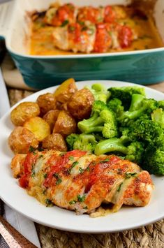 Slimming Eats Syn Free Tomato and Mozzarella Hasselback Chicken – gluten free, S… Abnehmen isst Syn Free Tomate und Mozzarella Hasselback Chicken – glutenfrei, Slimming World und Weight Watchers freundlich Slimming World Dinners, Slimming World Chicken Recipes, Slimming World Diet, Slimming Eats, Slimming Recipes, Chicken Thigh Recipes, Slimming Workd, Slimming World Fakeaway, Diet Recipes