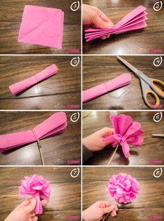 1* Cortas el papel de seda en cuadrados de aproximadamente 20x20cm. Unos 8 o 10 ud. 2* Doblas los papeles con forma de acordeón dando 2cm a cada doble. 3* Con el alambre, cortas un trozo grande y lo atas al centro. 4* Con la tijera, haces las esquinas redondas. 5* Coges los palitos y los anudáis al alambre que se puso en el centro. 6* Ahora hay que ir separando con mucho cuidado las hojas. Para ello, coges una mitad del acordeón y vas despegando la otra. 7* Tiene