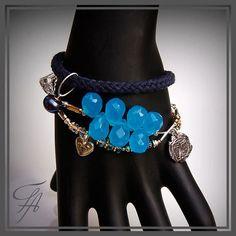 Hey, I found this really awesome Etsy listing at https://www.etsy.com/listing/121376341/chunky-bracelet-blue-quartzblack