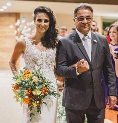 Buquê de noiva por Odeon Decorações. Suit Jacket, Breast, Suits, Wedding Dresses, Jackets, Fashion, Bouquet Wedding, Engagement, Bride Dresses