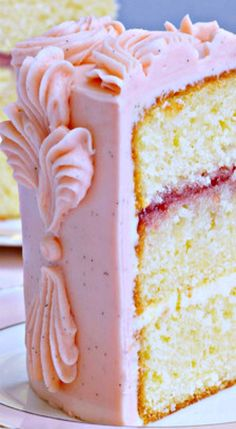Victoria Sponge Cake with Buttercream Frosting ~ Simply delicious. Cupcakes, Cake Cookies, Cupcake Cakes, Just Desserts, Delicious Desserts, Dessert Recipes, Peggy Porschen Cakes, Victoria Sponge Cake, Sponge Cake Recipes
