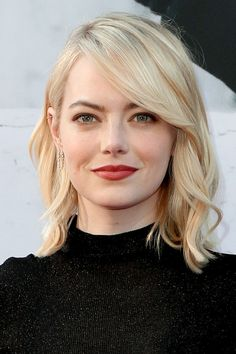 Check out the latest pictures, photos and images of Emma Stone. Side Bangs With Medium Hair, Medium Hair Round Face, Hair For Round Face Shape, Bangs For Round Face, Long Hair With Bangs, Medium Hair Styles, Curly Hair Styles, Round Face Shapes, Round Face Fringe