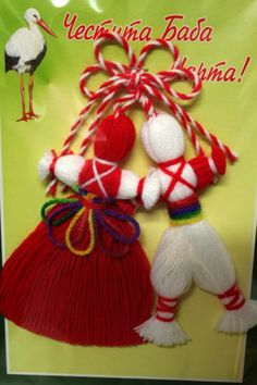 Пижо и Пенда с цветни колани Baba Marta, Yarn Crafts, Diy Crafts, Yarn Dolls, General Crafts, Holiday Traditions, Crochet Stitches, Fiber Art, Projects To Try