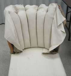 Upholstery class - week class - week 5 - Semper StylishUpholstery tip: blind stitchStep by step, how to reupholster a couch with linen towels, with kind steps to upholster a steps to Furniture Reupholstery, Do It Yourself Furniture, Reupholster Furniture, Furniture Repair, Upholstered Furniture, Furniture Makeover, Diy Furniture, Furniture Stores, Painted Furniture