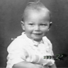 Guess who!, omg look at his eyes 😻💖 he said that the sun was shinning when he was born & still shinning now unquote Eric Burdon, Bay City Rollers, Never Grow Old, Bluegrass Music, British Invasion, Rhythm And Blues, Gospel Music, Popular Music, Celebrity Babies
