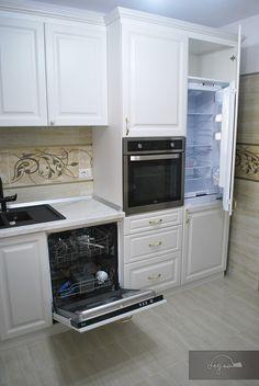 Kitchen Room Design, Interior Design Kitchen, Kitchen Decor, Interior Decorating, Farmhouse Kitchen Cabinets, Kitchen Cabinetry, Kitchen Appliances, Living Etc, Paint Colors For Living Room