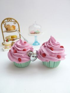 DRAWER KNOBS fake cupcake set of 2 cabinet pull drawer pulls (kitchen,bakery,girls room, coffee shop) pink icing