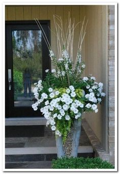 34 Pretty Front Door Flower Pots For A Good First Impression #flowerpots #frontdoorflower #flowerforimpression ⋆ frequence3.org