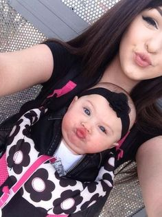 Mom and Baby do Duck Face Lips: This has to be the best duck face ever. How did the mom get her little baby to do a duck face too? So Cute Baby, Baby Kind, Baby Love, Cute Kids, Mama Baby, Mom And Baby, Funny Babies, Cute Babies, Baby Selfie