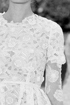 White floral lace dress; elegant fashion details // Erdem Spring 2011