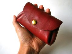 It is the wallet of leather compact. http://kaleido.shop-pro.jp/?pid=67159875
