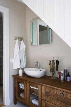 KANNUSTALO - Suomen kauneimpia Koteja Decor, Future House, House, Interior, Home, Remodel, Bathroom Toilets, House Interior, Toilet