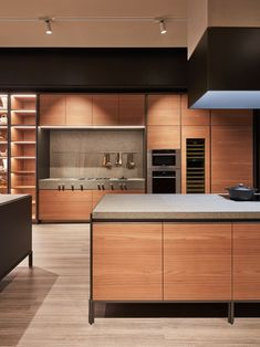 Masculine kitchen with warm wood and black. Best Kitchen Designs, Modern Kitchen Design, Interior Design Kitchen, Masculine Kitchen, Kitchen Dining, Kitchen Decor, Kitchen Ideas, Kitchen White, Kitchen Lighting Fixtures