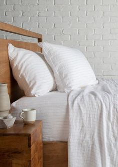7 Brands With Dreamy (And Affordable!) Linen Sheets // The Good Trade // #linensheets #linen #bedsheets #conscioushome #sustainableliving #homedecor