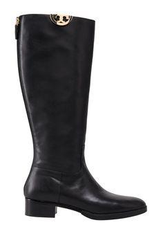Удобные и стильные сапоги из натуральной кожи черного цвета. Модель на невысоком…