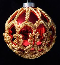 crochet christmas ornament free pattern - in roundup of 15 free Christmas #crochet patterns @Craftsy
