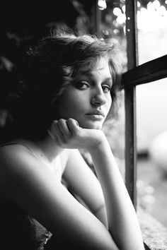 Senior Pictures - Girl, Light, Lighting, Window, Urban, Model, Pose, Poses | Indianapolis Senior Photographer