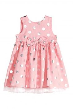 Diy Crafts - H&M Toddler dress. Please note: if you choose this option, please ensure that you alter the dress so that it fits your pug properly! Baby Girl Dress Patterns, Little Girl Dresses, Girls Dresses, Fashion Kids, Toddler Dress, Baby Dress, Kids Dress Wear, Frock Design, Kind Mode
