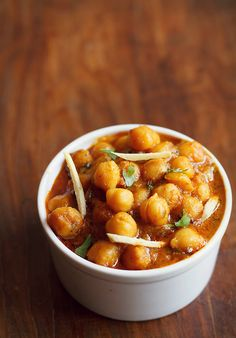 Chole Masala Recipe - A quick recipe of chole sauteed in onion - tomato paste, flavored with Indian seasoning and spices. Recipe Of Chole, Masala Recipe, Indian Food Recipes, Vegetarian Recipes, Cooking Recipes, Ethnic Recipes, Cooking Beef, Gourmet Salt, Indian Cookbook