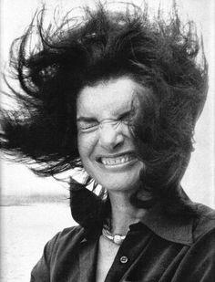 Jackie Kennedy Onassis on the Staten Island Ferry, 1976 Jackie Kennedy, Jaqueline Kennedy, Los Kennedy, Carolyn Bessette Kennedy, Divas, Staten Island Ferry, Lee Radziwill, Diana Vreeland, Southampton